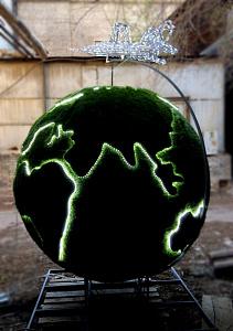 Земной шар и самолет - г.Ахтубинск